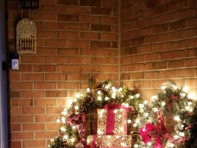 front entry christmas decor