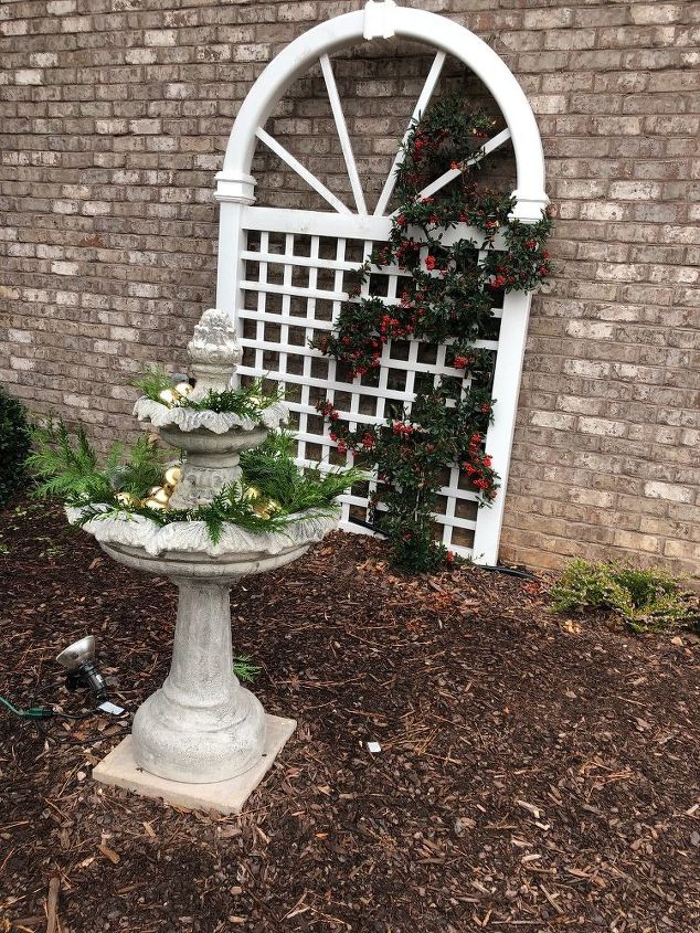 q how to decorate a 2 tiered fountain 4 christmas