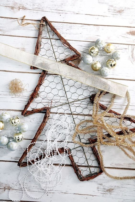 farmhouse chicken wire christmas tree wreath