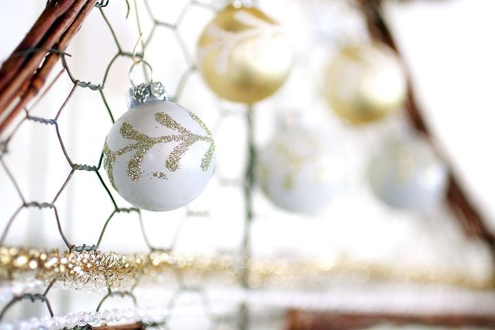 farmhouse chicken wire christmas tree wreath