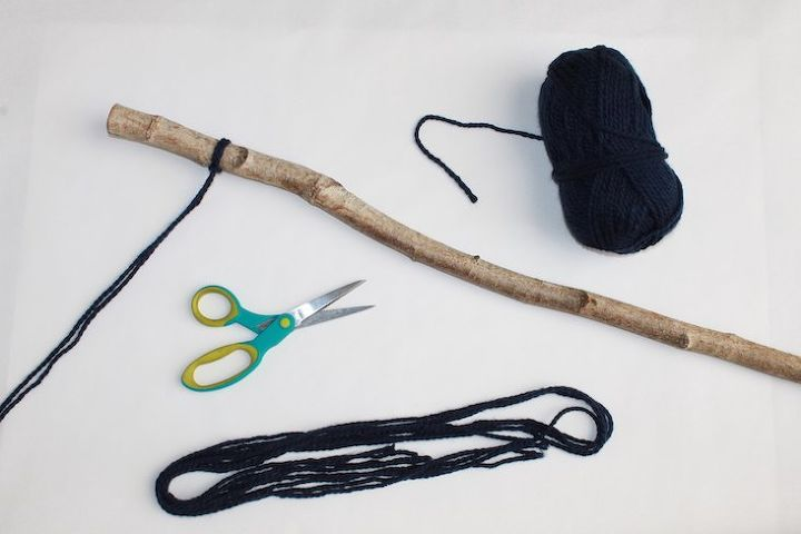 diy yarn hanging to cozy up your winter decor