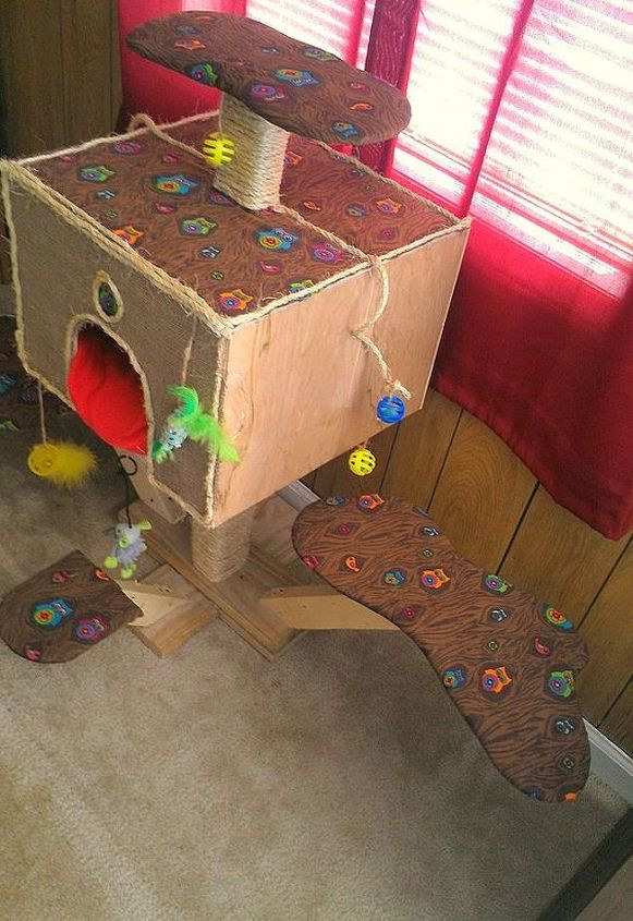Scratching  Treehouse DIY for your cat