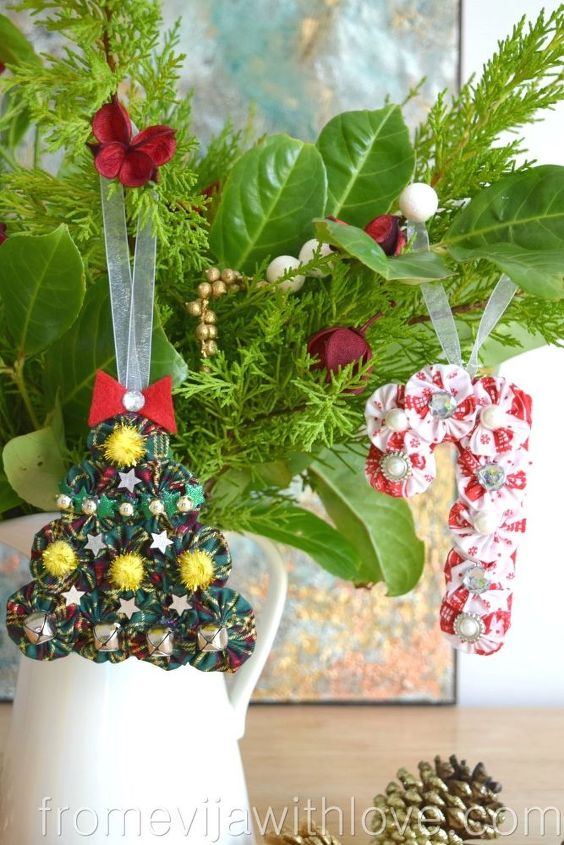 create beautiful christmas ornaments using suffolk puffs yo yos - Beautiful Christmas Ornaments