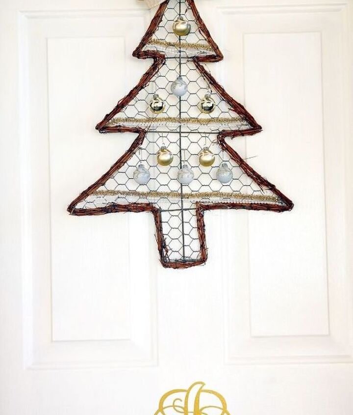 s 25 christmas wreath ideas you don t want to miss this year, Farmhouse Chicken Wire Tree Wreath