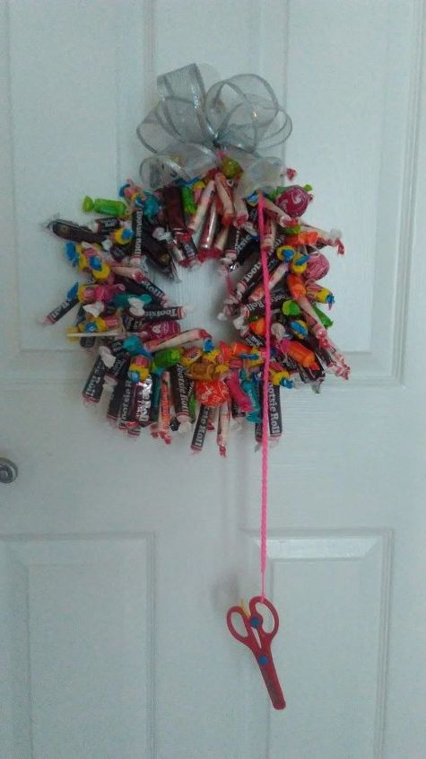 holiday candy wreath from shirt hanger