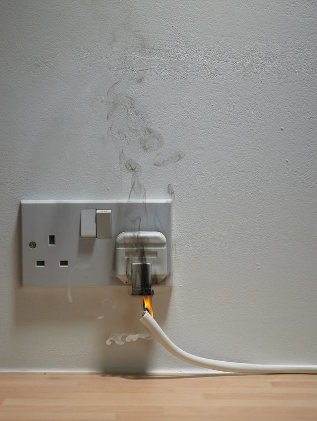 safety tips warning signs of faulty wiring in every house