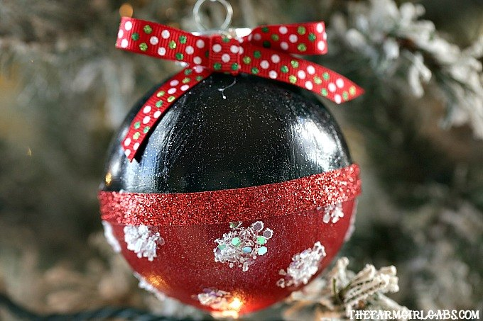 s how a little bit of glitter can go a long way, Minnie Mouse Glitter Ornament