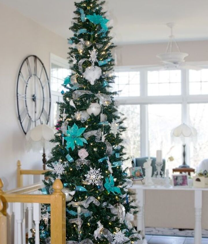 s use ribbon to decorate for christmas with these last minute ideas, Ribbon Christmas Tree