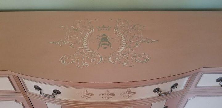 queen bee dresser