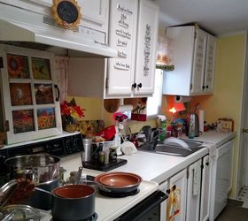 Q Hanging Pots And Pans In Kitchen