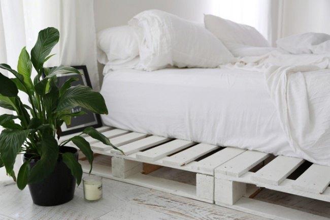 DIY Pallet Frame Bed | Hometalk