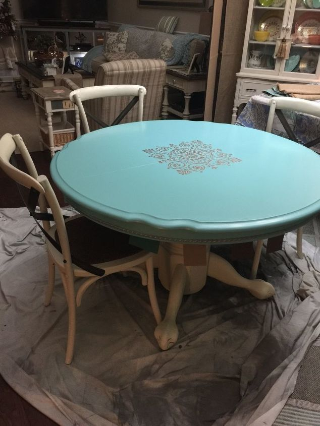 q help with a dining table