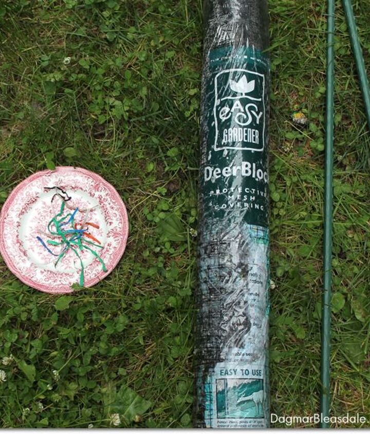 reuse twist ties to make this thrifty netting fence for your garden