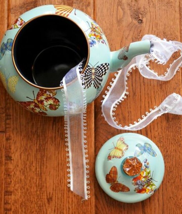 create a teapot wreath for a mad tea party
