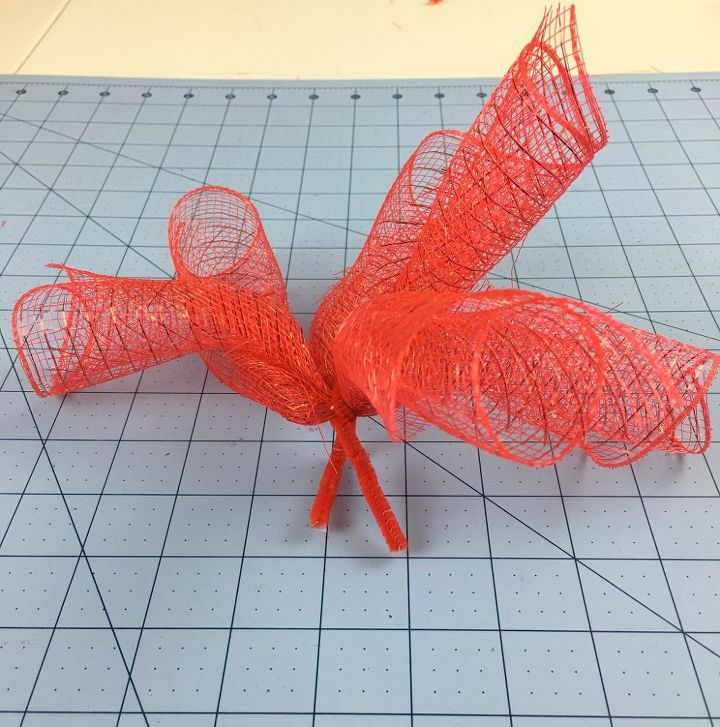 make a deco mesh ladybug for your front door