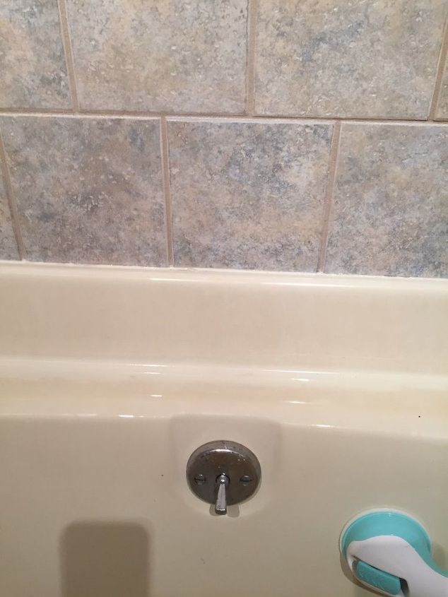 q what can i clean a fiberglass or something like it bathtub with