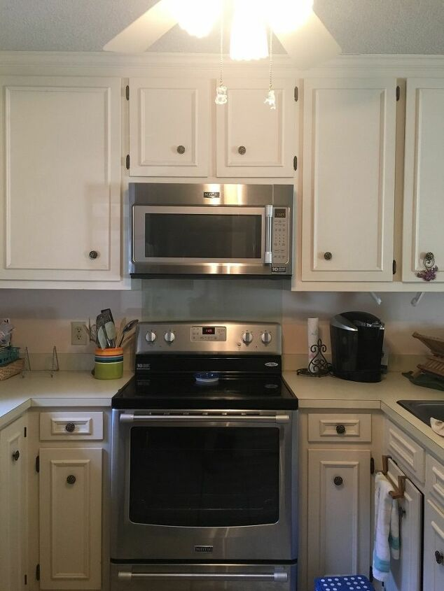 q which is better to paint cabinets lighter color on top