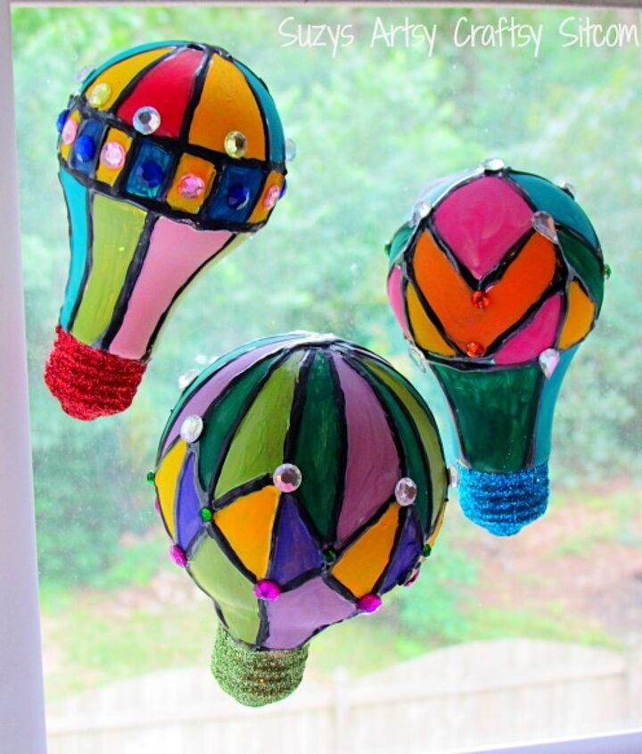 s 18 clever ways to repurpose old light bulbs, Hot Air Balloon Suncatchers