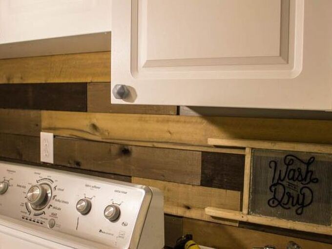 how to build a rustic pallet wood wall in a small space