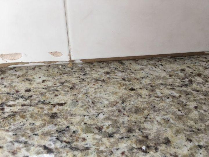 q gap between granite and backsplash