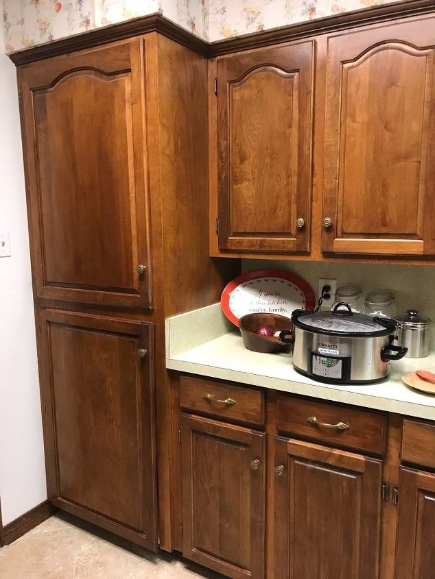 q what is the paint to use for kitchen cabinets