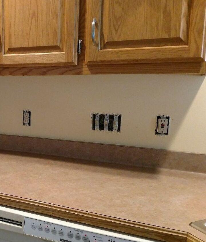 plain wall to tiled backsplash
