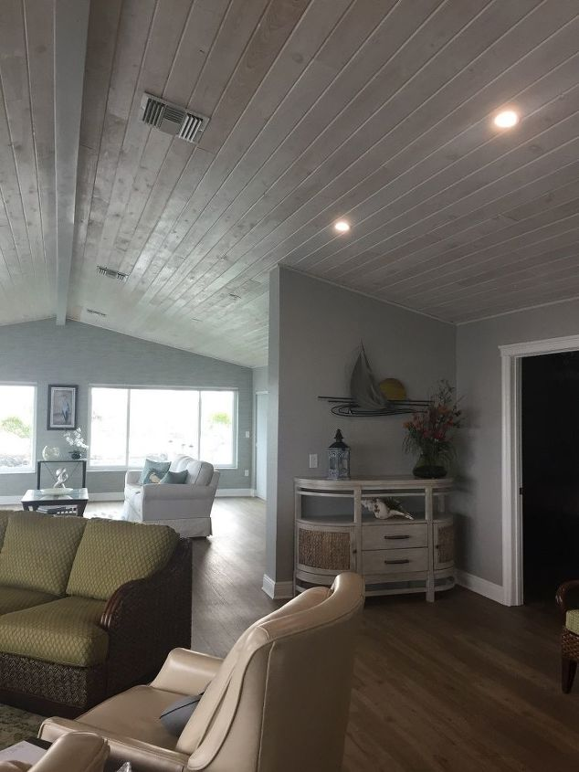 q can crown molding be put on vaulted ceilings