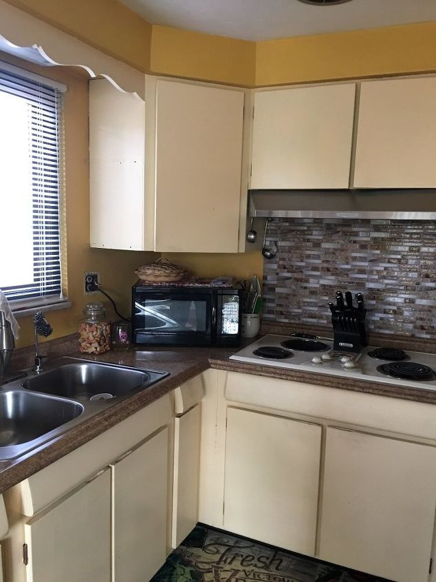 q stumped on coordinating colors for kitchen