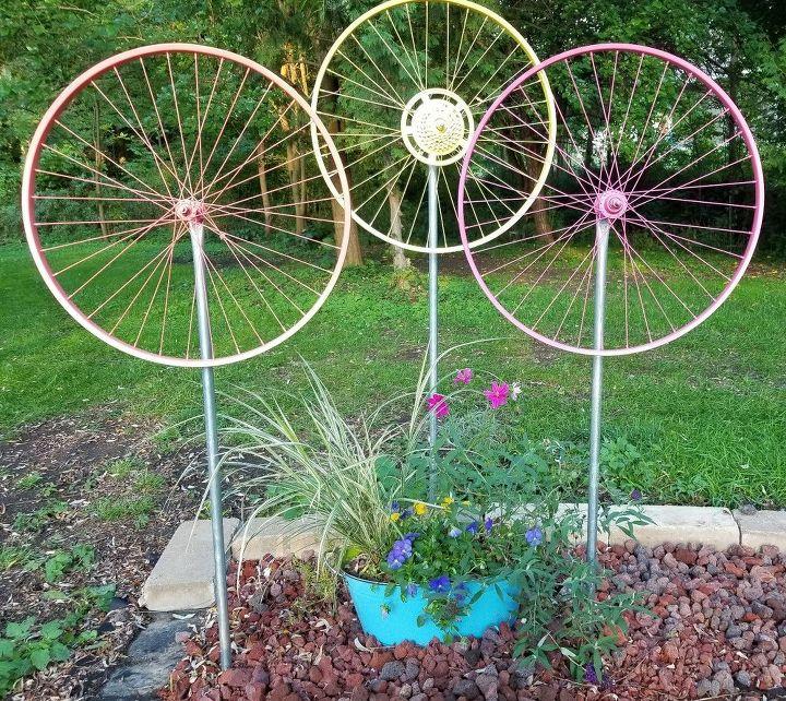 bicycle wheel yard art