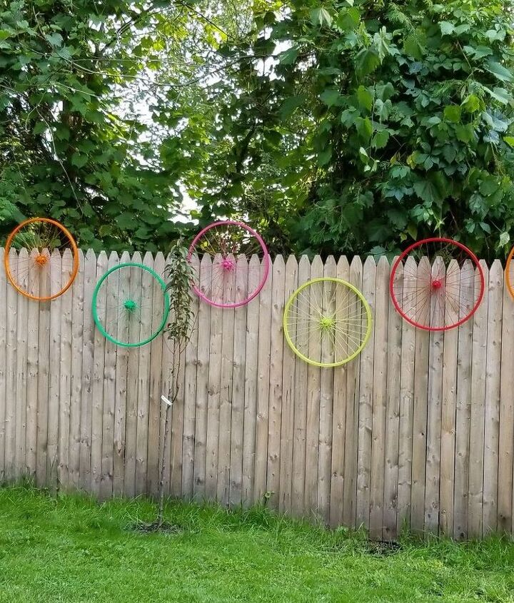 bicycle wheel yard art
