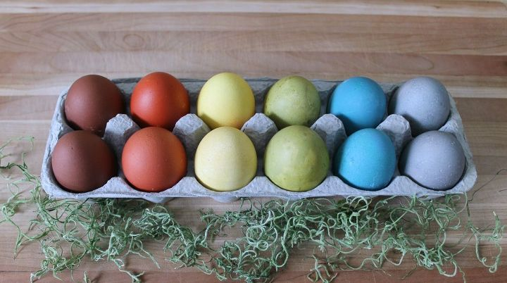 s quick easter egg ideas that are just too cute, Dye eggs in bright natural hues