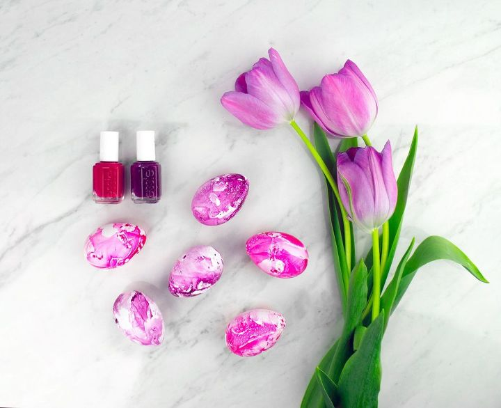 s quick easter egg ideas that are just too cute, Marble eggs with vibrant nail polish colors