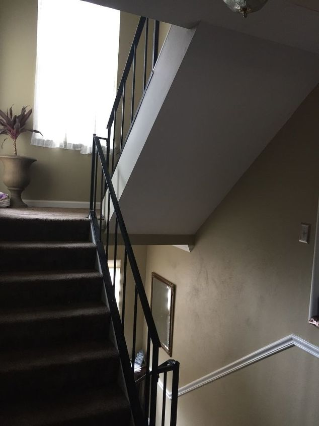 q need staircase banisters enclosed for safety