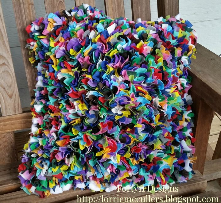 s 15 easy colorful projects, Proggy Rugging Rainbow Pillow