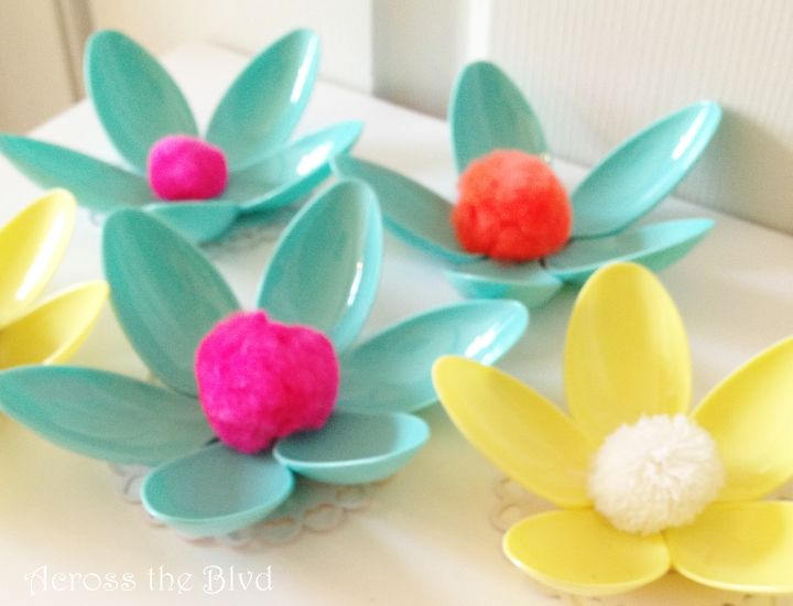 s check out these 15 beautiful flower ideas for spring, Clever Way To Use Plastic Spoons