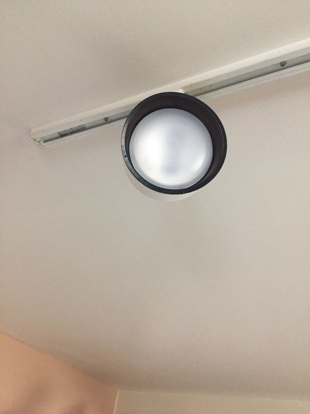 q light bulb stuck in track lighting