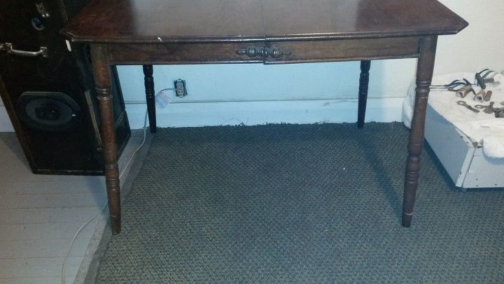 q anybody know how to tell the age and maker of a table