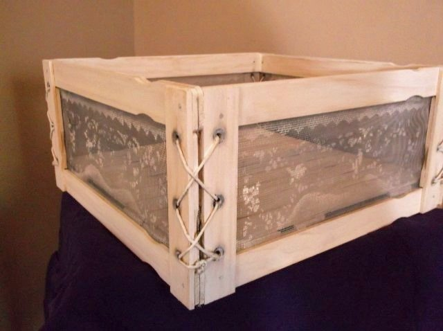 Screen wire sides for a centerpiece