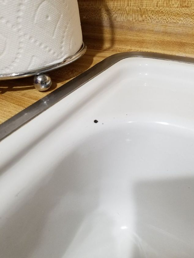 q is there a paint for porcelain my sink and tub have little knicks