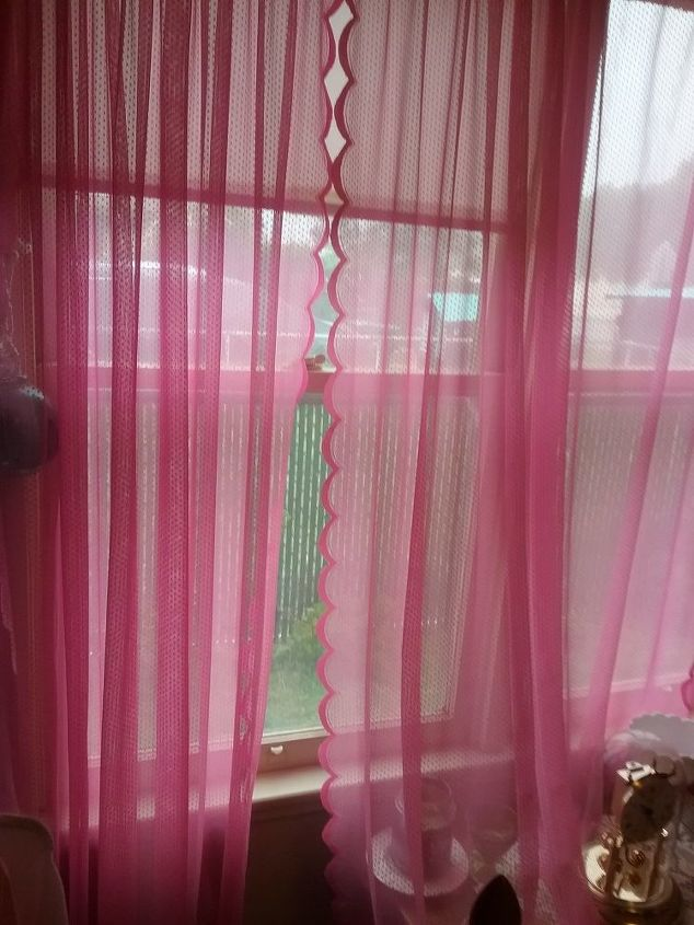 q hot pink curtains what color bed spread would work