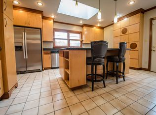 q what style would you classify this kitchen as being