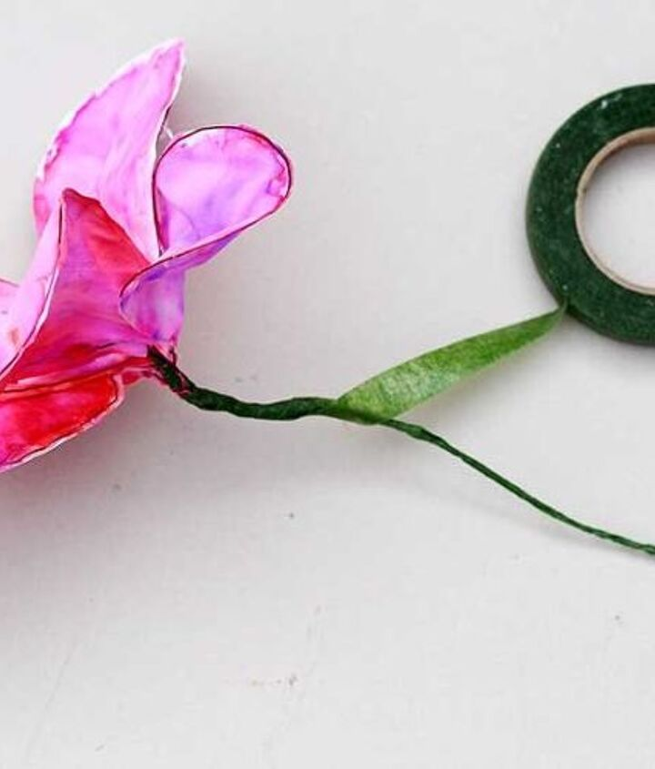 make some gorgeous fabric flowers from old bed sheets