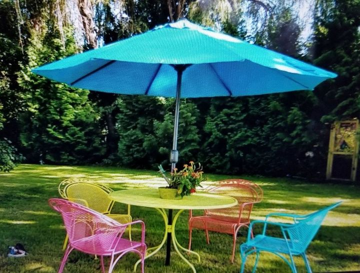 bright cheerful lawn furniture makeover