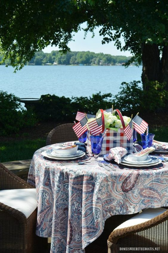 create an easy flower centerpiece for a patriotic table hometalk