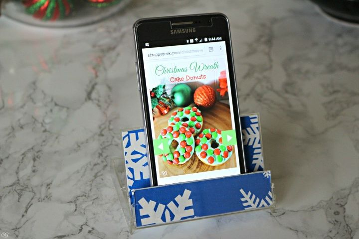 s 15 ways to recycle and create more storage at the same time, Make a smartphone stand from a cassette tape