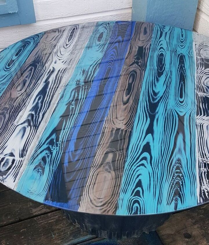 faux wood grain looks so cool on a glass table