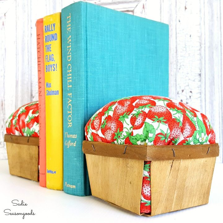 s these clever decor ideas are so perfect for summer, Berry Basket Bookends