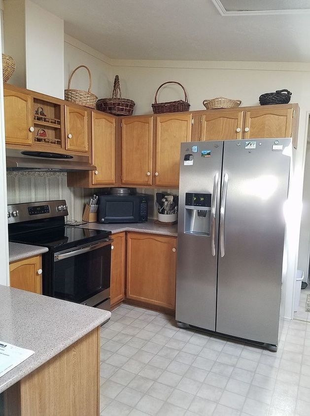 What paint and color will work on veneer type kitchen ...