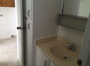 q please help i ve got green cultured marble countertops