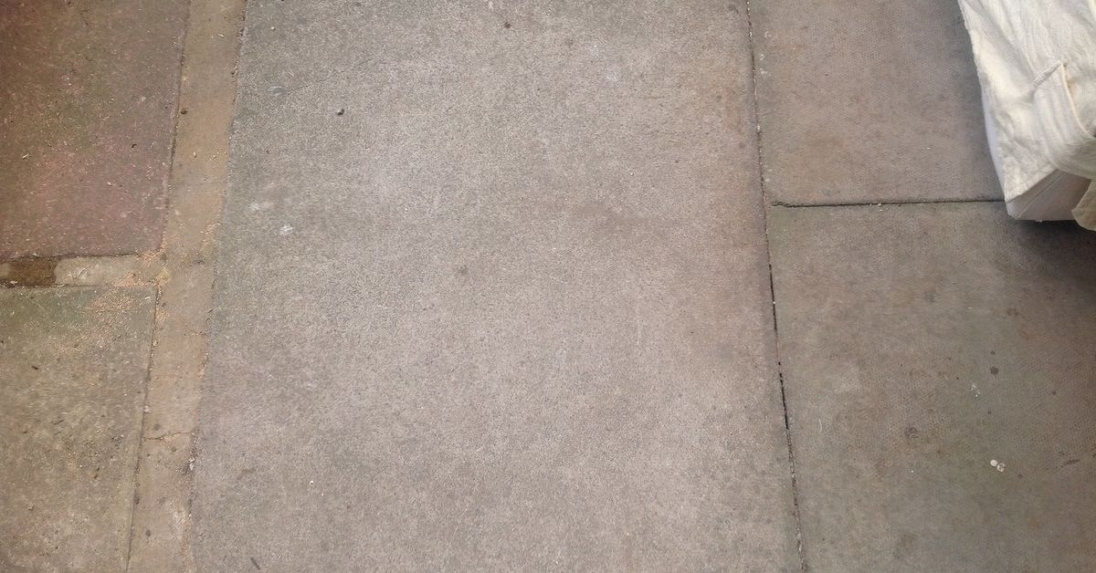 What 39 s the best way to screed over paving slabs to get a for Best way to clean slabs